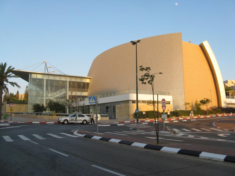 Smolarz Auditorium at Tel Aviv University, June 2012. Credit: Wikimedia Commons.