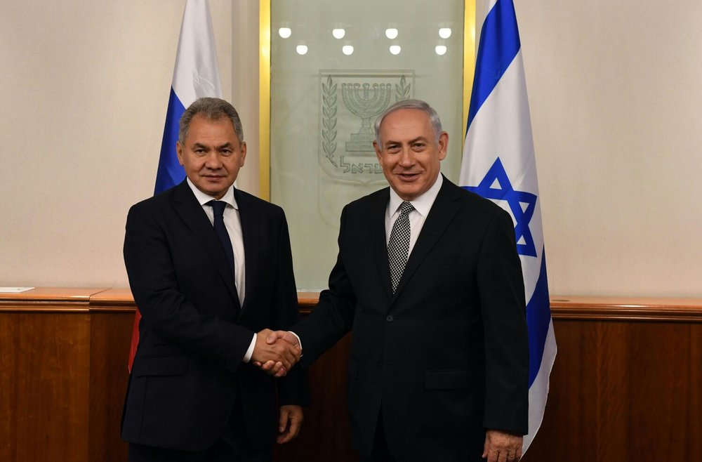 Israeli Prime Minister Benjamin Netanyahu (right) meets with Russian Defense Minister Sergei Shoigu in Jerusalem Tuesday. Credit: Haim Zach/GPO.