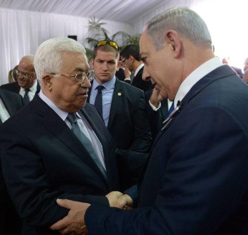 Israeli Prime Minister Benjamin Netanyahu shakes hands with Palestinian President Mahmoud Abbas during the funeral of late Israeli President Shimon Peres, held at Mount Herzl in Jerusalem, Sept.30, 2016. Credit:Amos Ben Gershom/GPO.