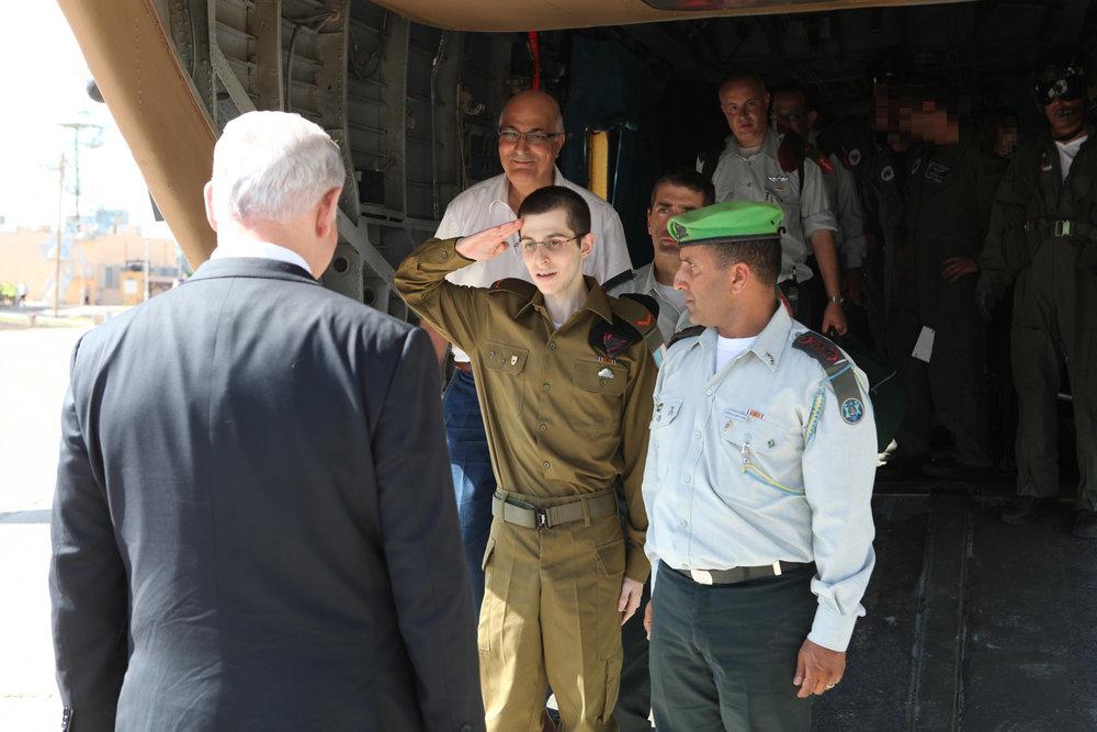 Gilad Shalit salutes Israeli Prime Minister Benjamin Netanyahu following Shalit's release from Hamas captivity in October 2011. Credit: IDF.