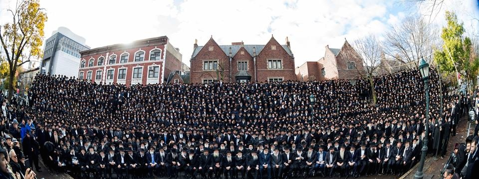 This year's group photo of Chabad-Lubavitch emissaries from around the world. Credit: Chabad.org.