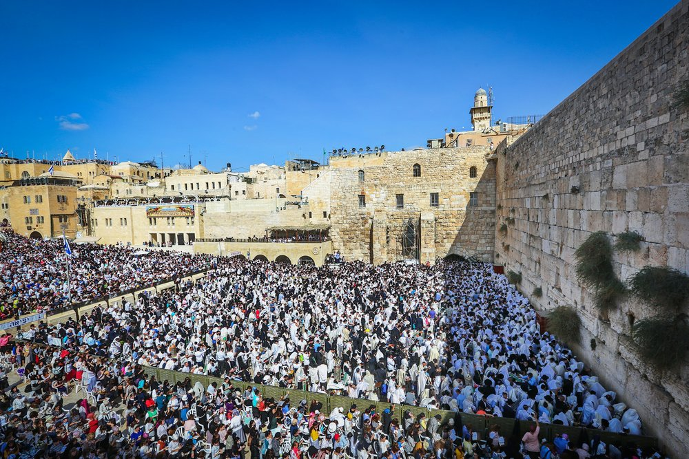 """Jewish worshippers pack the area in front of Jerusalem's Western Wall for the birkat kohanim (priestly blessing) during the holiday of Sukkot on Oct. 8, 2017. Current trends in Jewish and Arab demography defy predictions of """"doom"""" for Israel's Jewish population, demographic expert Yoram Ettinger says. Credit: Yaakov Lederman/Flash90."""