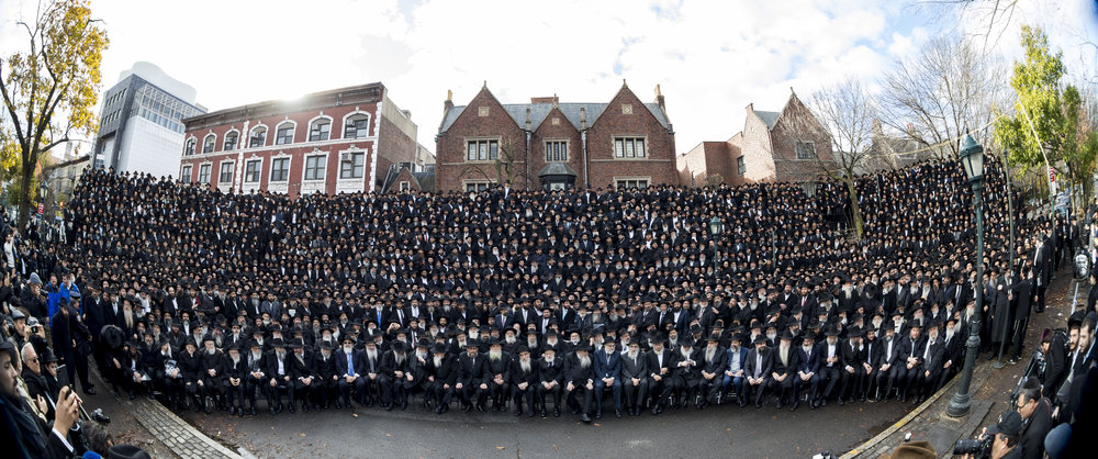 Chabad-Lubavitch emissaries from around the world pose for their annual group photo during the 44th annual Kinus Hashluchim (gathering of emissaries) this month. Credit:Chabad-Lubavitch