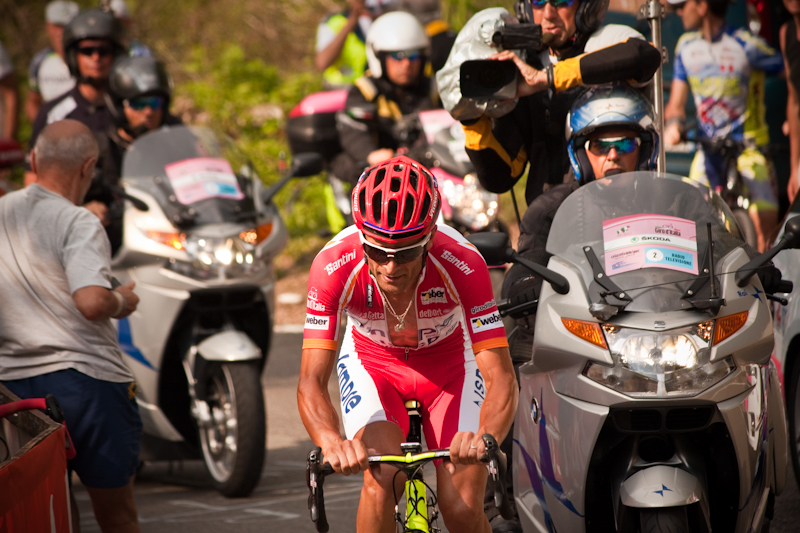 The Giro d'Italia race in 2011. Credit:Luca -Scarponi & Traffico via Wikimedia Commons.