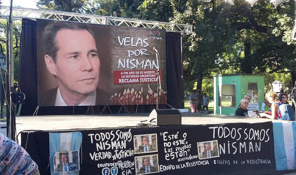 In January 2016, a protest in Buenos Aires marking the one-year anniversary of the death of Alberto Nisman, the Argentine federal prosecutor who was investigating the AMIA Jewish center bombing. Credit: Jaluj via Wikimedia Commons.