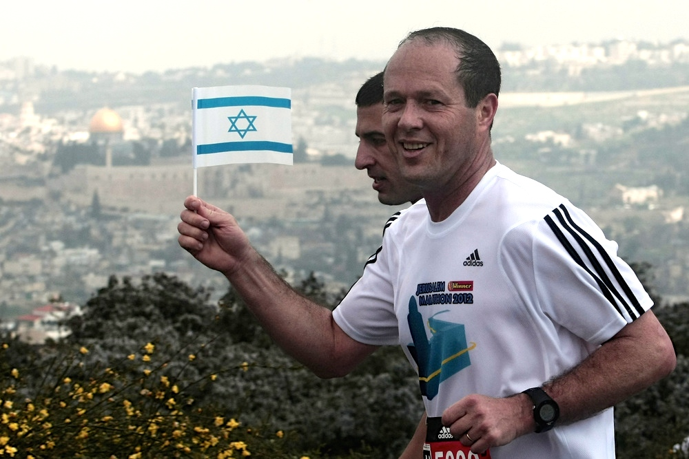 Jerusalem Mayor Nir Barkat participates in the 2012 Jerusalem Marathon. Credit: Wikimedia Commons.