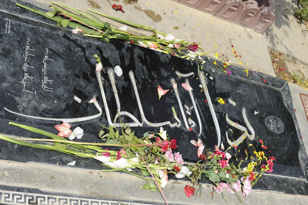 The gravesite of Neda Agha-Soltan, who was fatally shot by the Basij pro-government paramilitary group while demonstrating during the 2009 anti-regime protests in Iran. Credit: Arash Nikkhah via Wikimedia Commons.