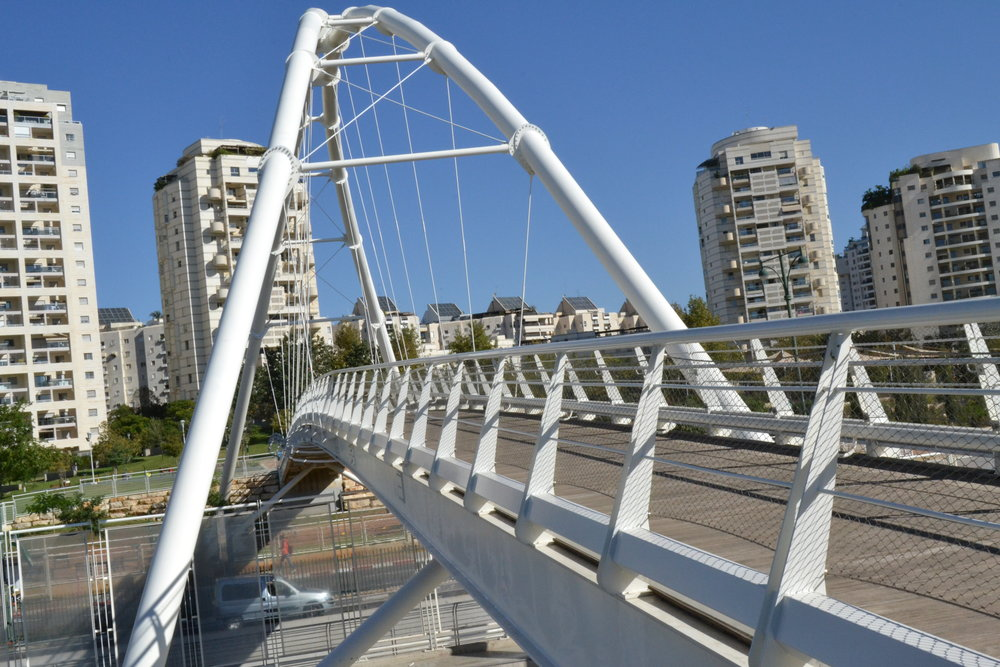 A bridge in the central Israeli city of Givatayim, whose mayor, Ran Kunik, has vowed not to enforce a new Israeli law that limits commerce on Shabbat. Credit: PikiWiki Israel.