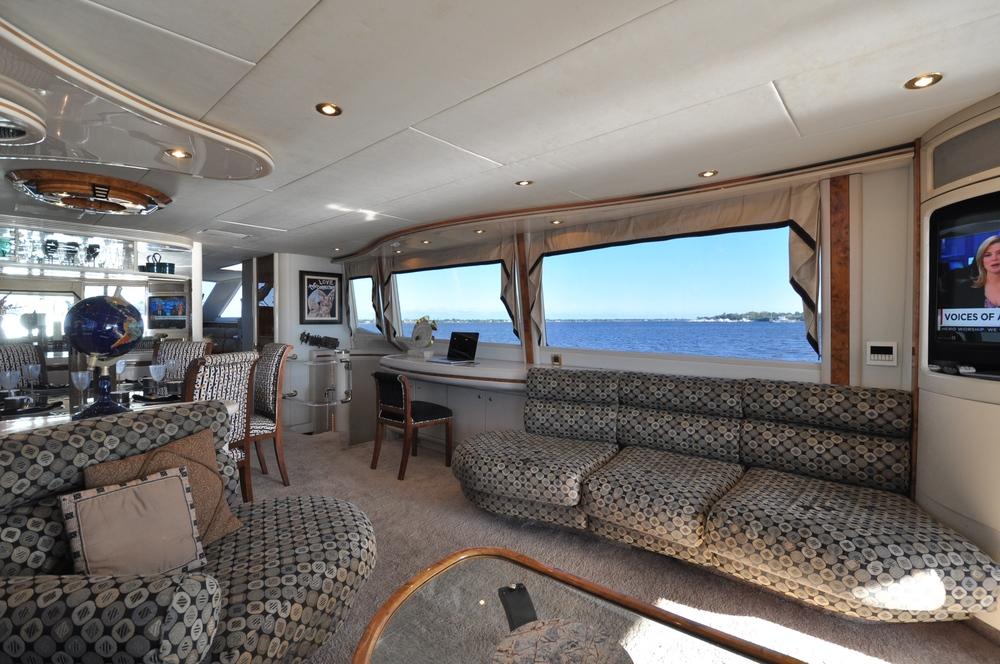 10 - Salon Starboard.JPG