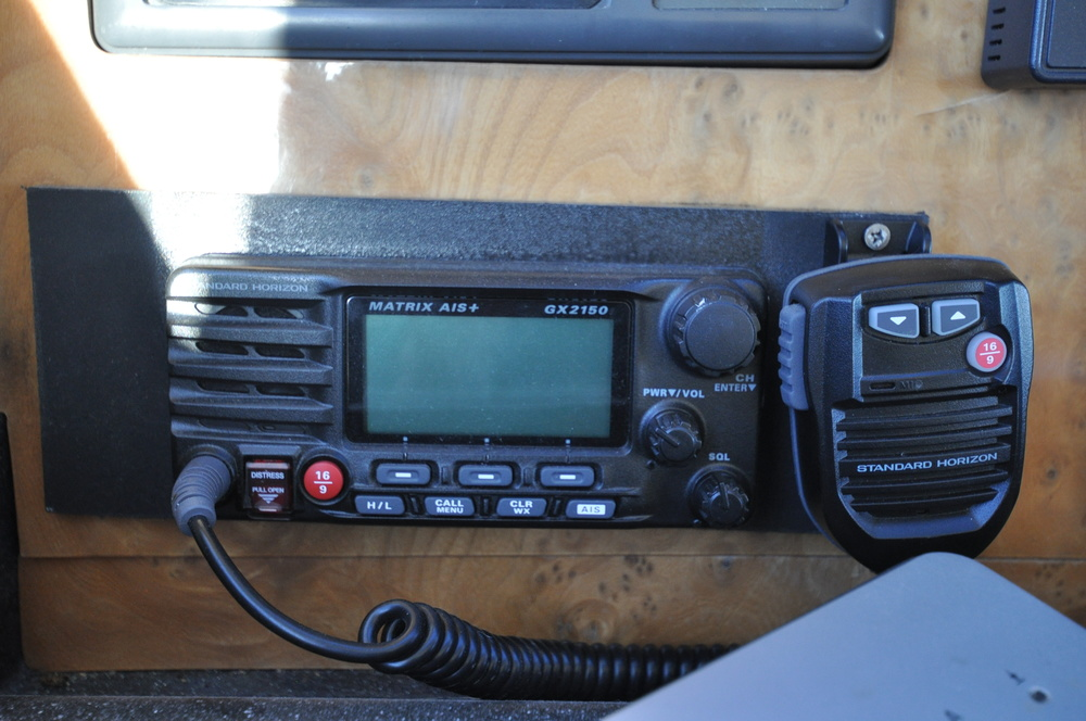 43 - Lower helm VHF.JPG