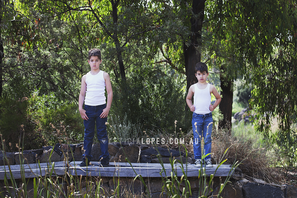 brothers-photography-posing.jpg
