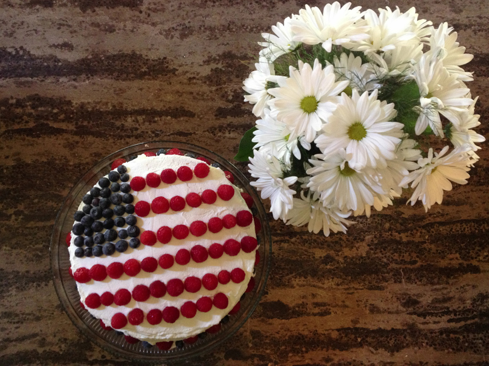 We had some friends over on the 4th of July, this cake was the perfect dessert for the day. Laurie is so creative when it comes to food (and good at making it)!