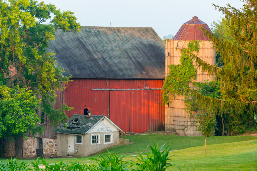This interesting barn was captured early in the morning not to far from our house.
