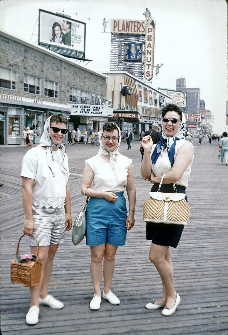 YEP, THERE USED TO BE ACTUAL SHOPS ON THE ATLANTIC CTY BOARDWALK - ALL THE WAY UP THROUGH THE MID 1980'S. I'D SETTLE FOR THESE LADIES' PRETTY PURSES AND A LITTLE SUNSHINE:)
