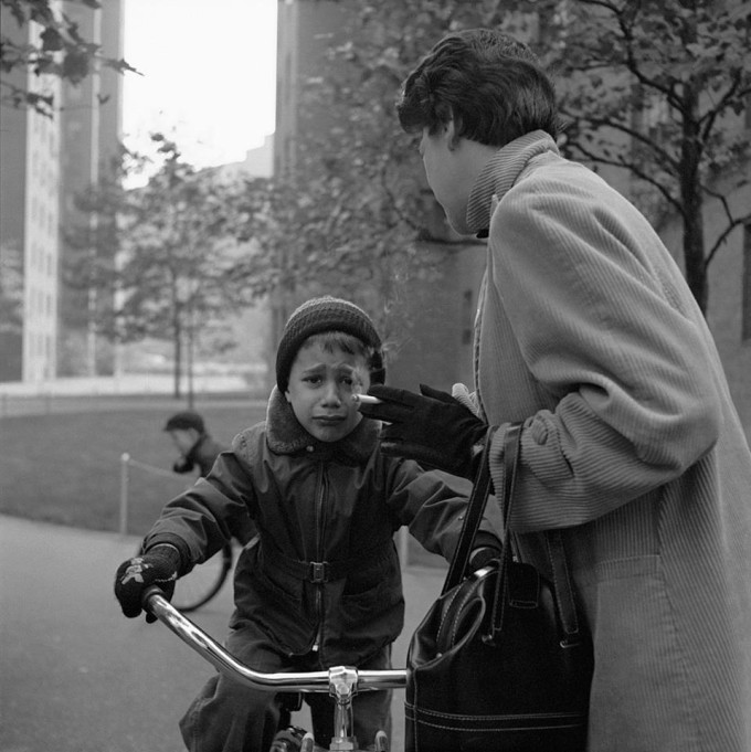 A beautiful small collection of street photographer, Vivian Maier's work over at Articleand.com