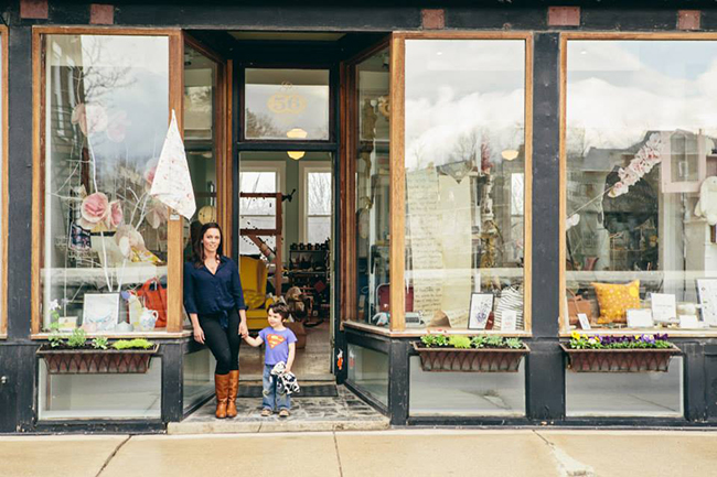 Was lucky enough to visit Emily Blisten this summer at her oh-so-gorgeous shop, Clementine in VT. Little Hipsqueaks has a wonderful post about Emily, her shop and life in Middlebury, VT.