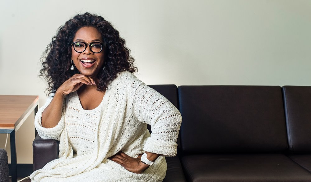 photo-oprah-sitting-couch_0.jpg