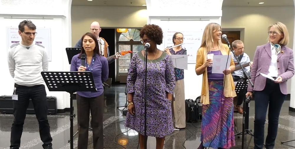 Front row, left to right: Cyril Cottereau (voice), Ninez Piezas-Jerbi (voice), Sroda Bedarida (voice),Helen Favez (voice), Sheila Coyle (voice). Back row, left to right: Steve Tanner (electric guitar), Majda Petschen (flute), Hannu Wager (bass guitar).