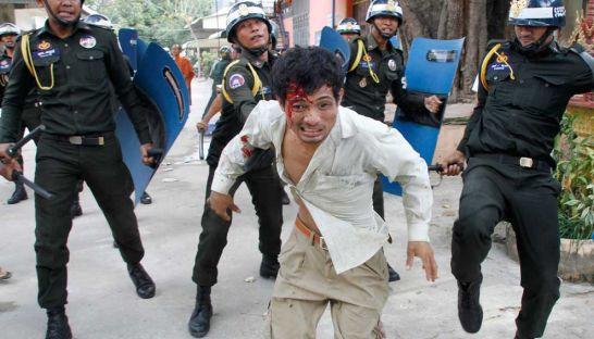 1-sl-garment-factory-protest-turns-violent.jpg