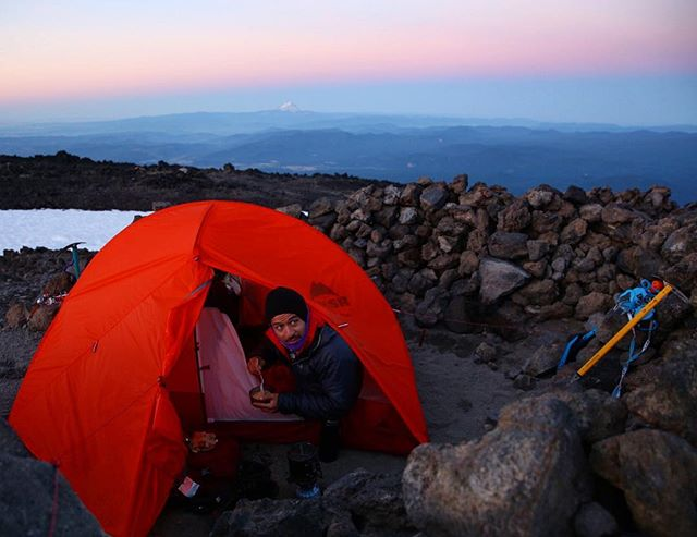 [ Mt. Adams, 7 of 10 ] Waking up at first light for the push to the summit. #mtadams #mountaineering #washington #cascades