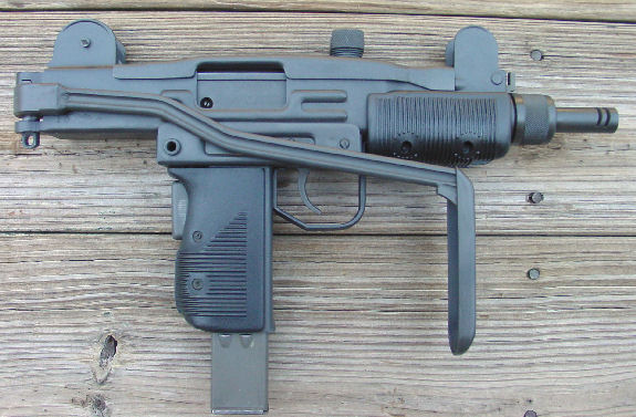 MINI UZI 9mm SUBMACHINE GUN