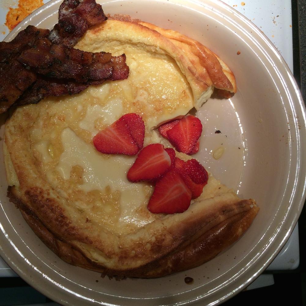 Baked Finnish Pancake & farmers market strawberries
