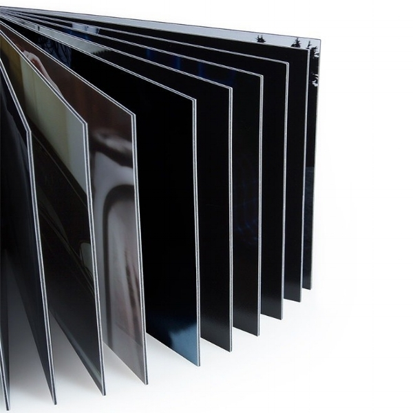 Rigid Pages  Strong, rigid pages maintain a flat viewing surface and allow for cross-page, panoramic views. Unlike many other album designs, our albums have no center gap to mar your viewing pleasure.
