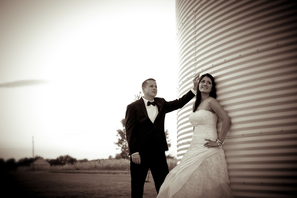 Indiana-Wedding-Photographer-Crowes-Eye-Photography-Bride-and-Groom-portrait-on-the-farm.jpg