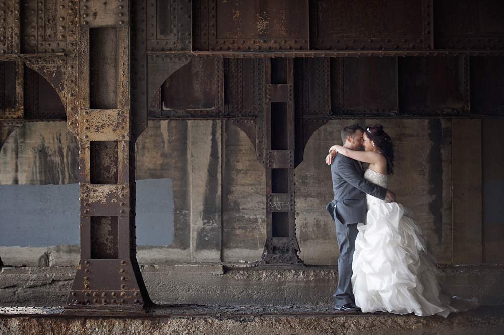 Indianapolis-Indiana-Wedding-Photographer-Crowes-Eye-Photography-Urban-Bride-and-Groom-Portrait.jpg