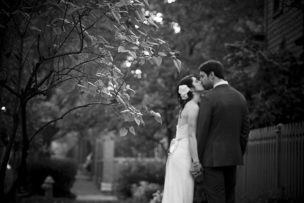 Indianapolis-Indiana-Wedding-Photographer-Crowes-Eye-Photography-Lockerbie-Square-Bride-and-groom-kiss.jpg