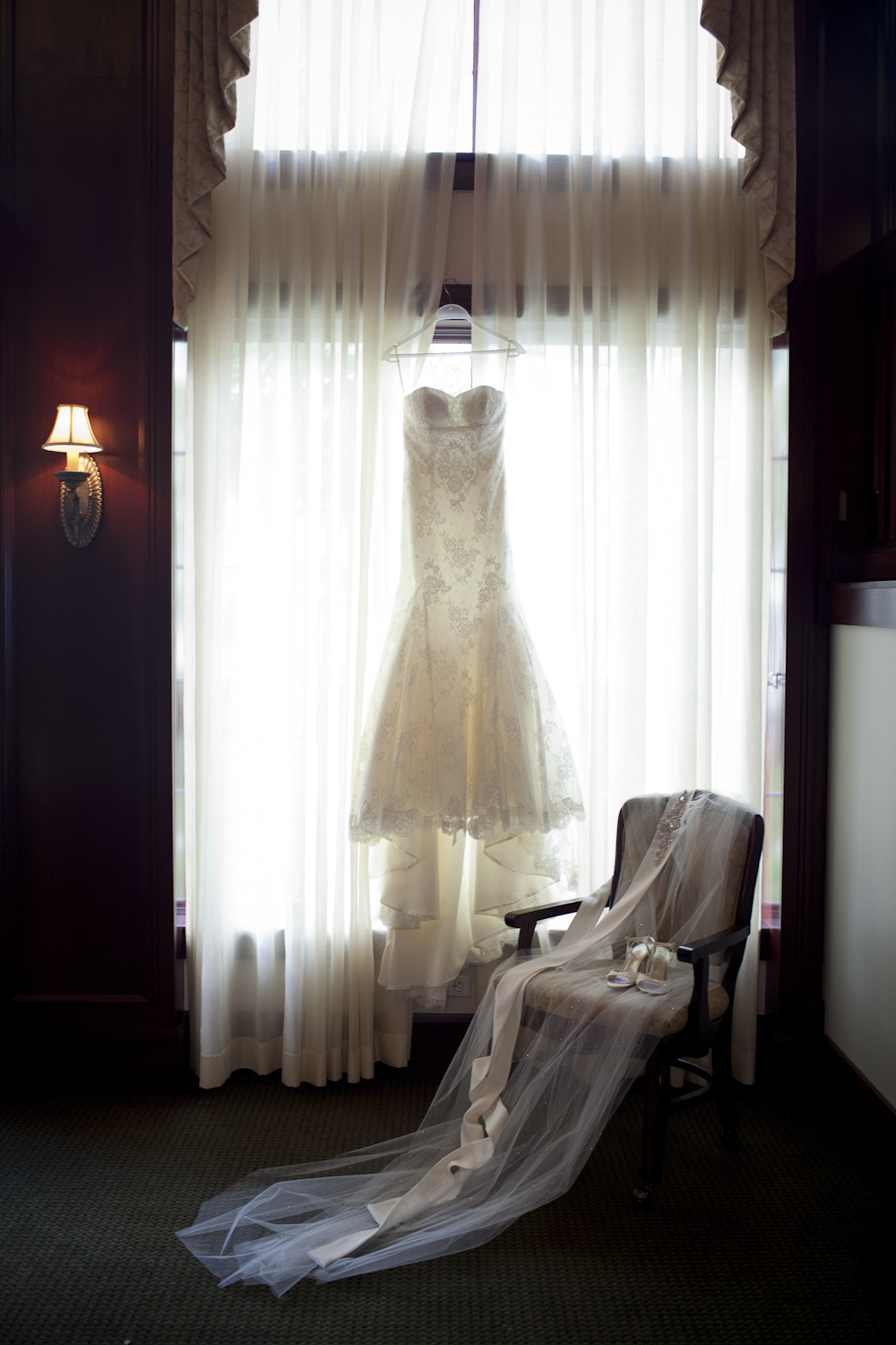 Indianapolis-Indiana-Wedding-Photographer-Crowes-Eye-Photography-Brides-Dress.jpg
