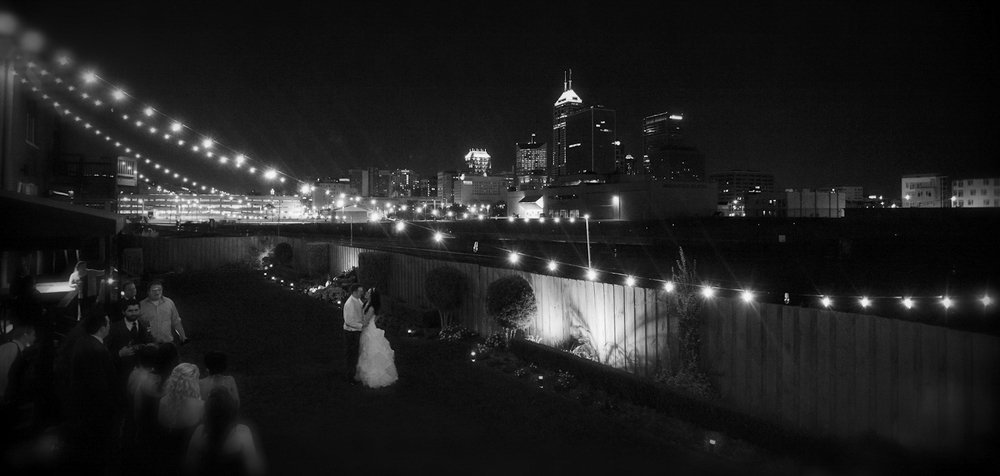 Indianapolis-Indiana-Maveris-Wedding-Photographer-Crowes-Eye-Photography-City-skyline-Bride-and-Groom.jpg