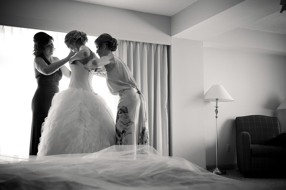 Marriot-North-Indianapolis-Indiana-Wedding-Photographer-Crowes-Eye-Photography-28.jpg