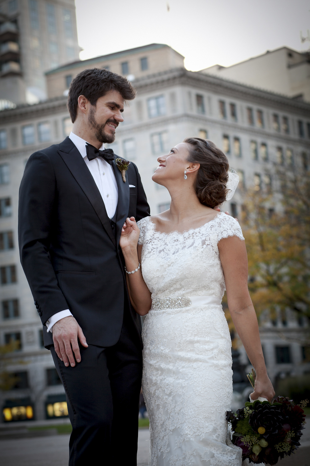 Indianapolis-Indiana-Monument-Circle-Wedding-Photographer-Crowes-Eye-Photography-Bride-Groom-Fun-formals-453.jpg