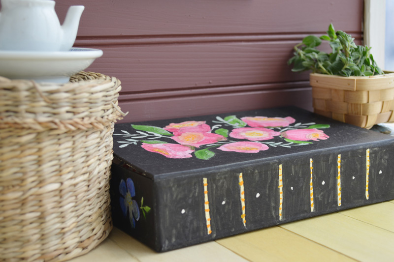 You can make a painted mini trunk too! The box actually came from Paper Source, but Juliette doesn't know about that place. We used watercolors for the flowers, and black India ink for the background. If you make your own version, we would love to see it!