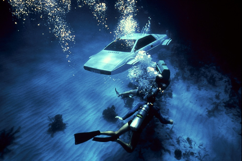 Spy-Who-Loved-Me_007-Review-_Gadget-Underwater-Car-James-Bond.jpg