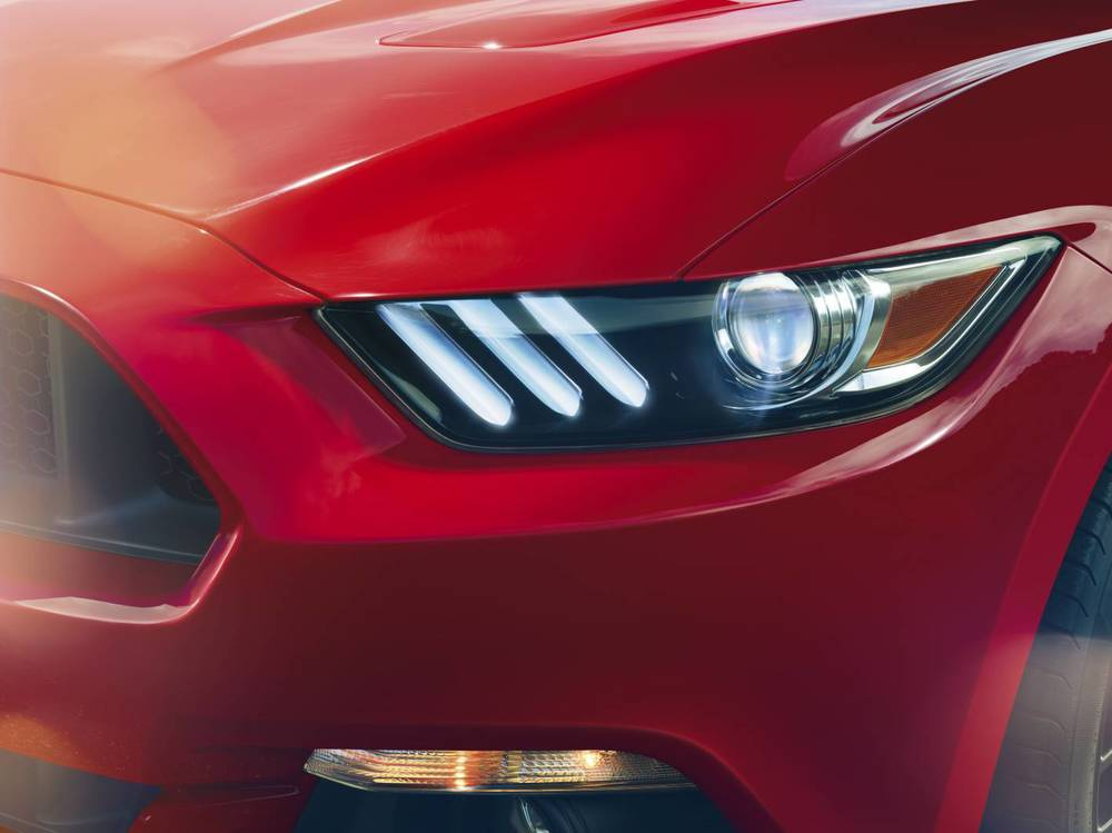 Front 2015 Mustang light details