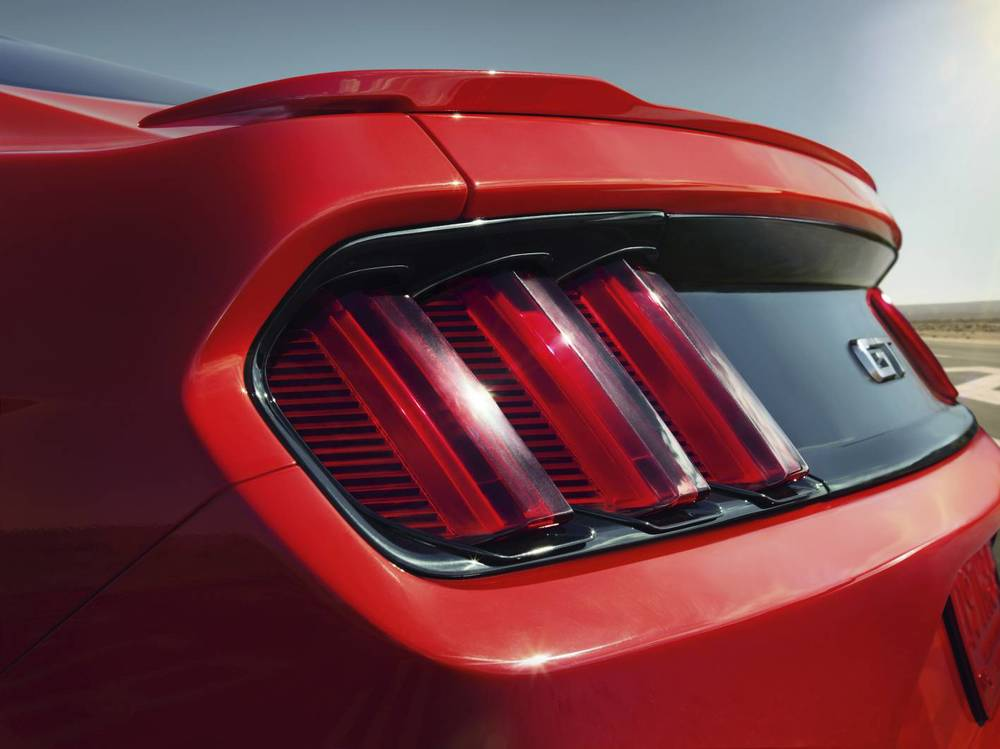 Rear 2015 Mustang light details