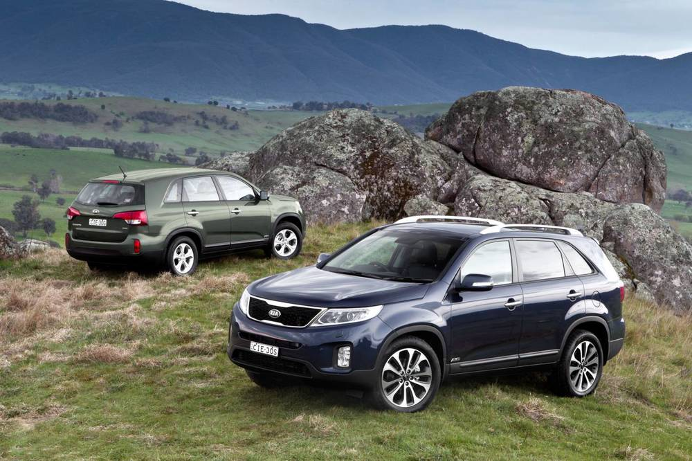 2014 Kia Sorento two car shot.jpg