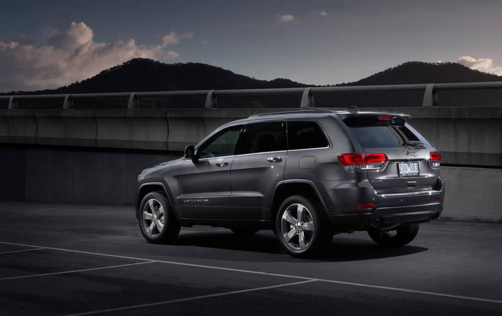 2014 Jeep Grand Cherokee Limited Rear.jpg