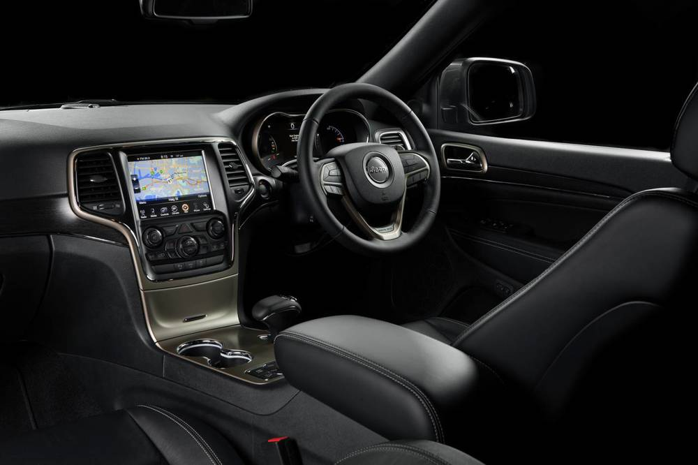2014 Jeep Grand Cherokee Limited Interior.jpg