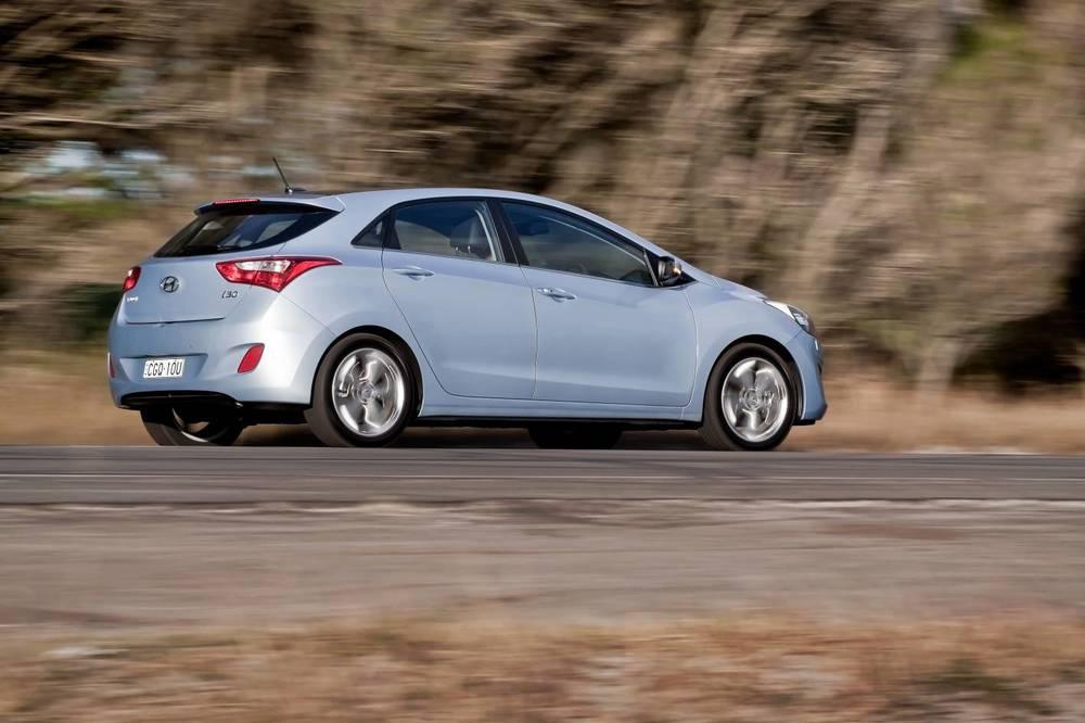 2014 Hyundai i30 rear.jpg