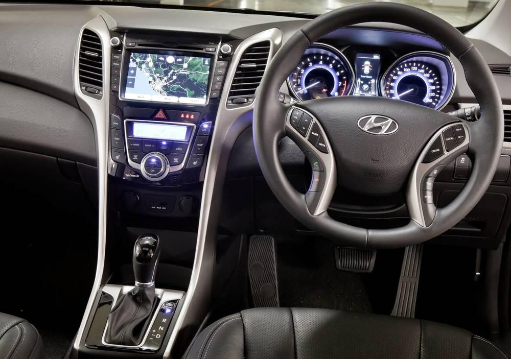 2014 Hyundai i30 interior.jpg