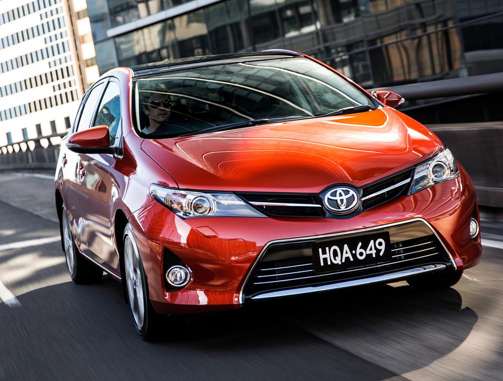 2014 Toyota Corolla front 2.jpg
