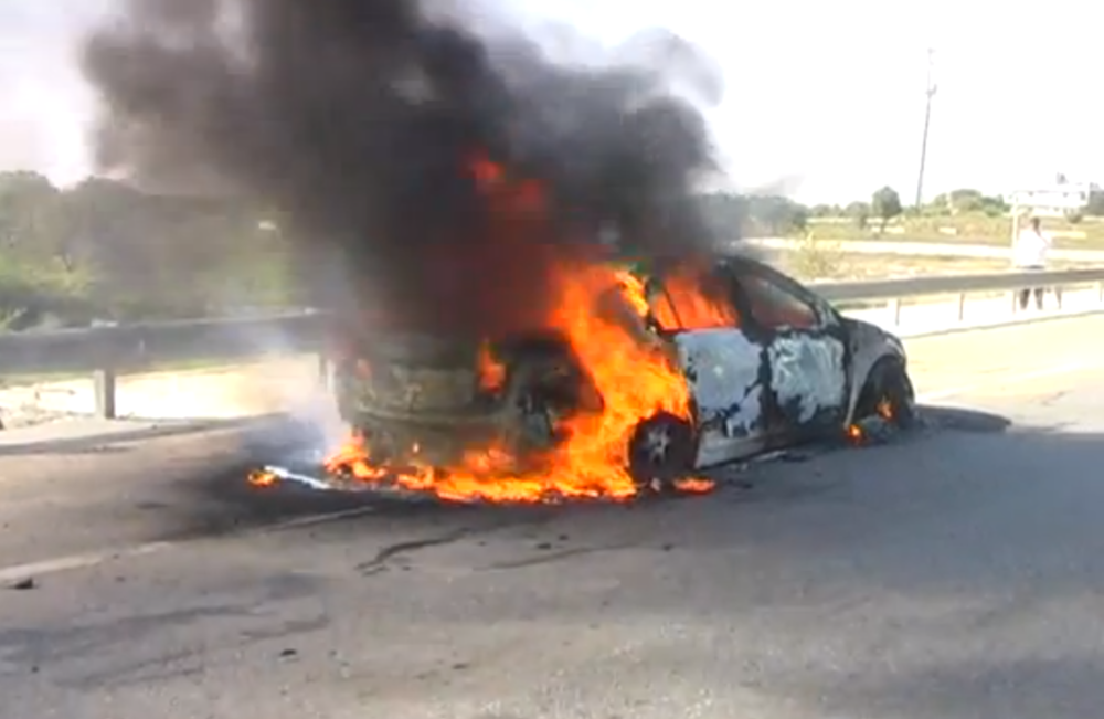 Chevrolet Cruze on fire outside Hyperabad, India