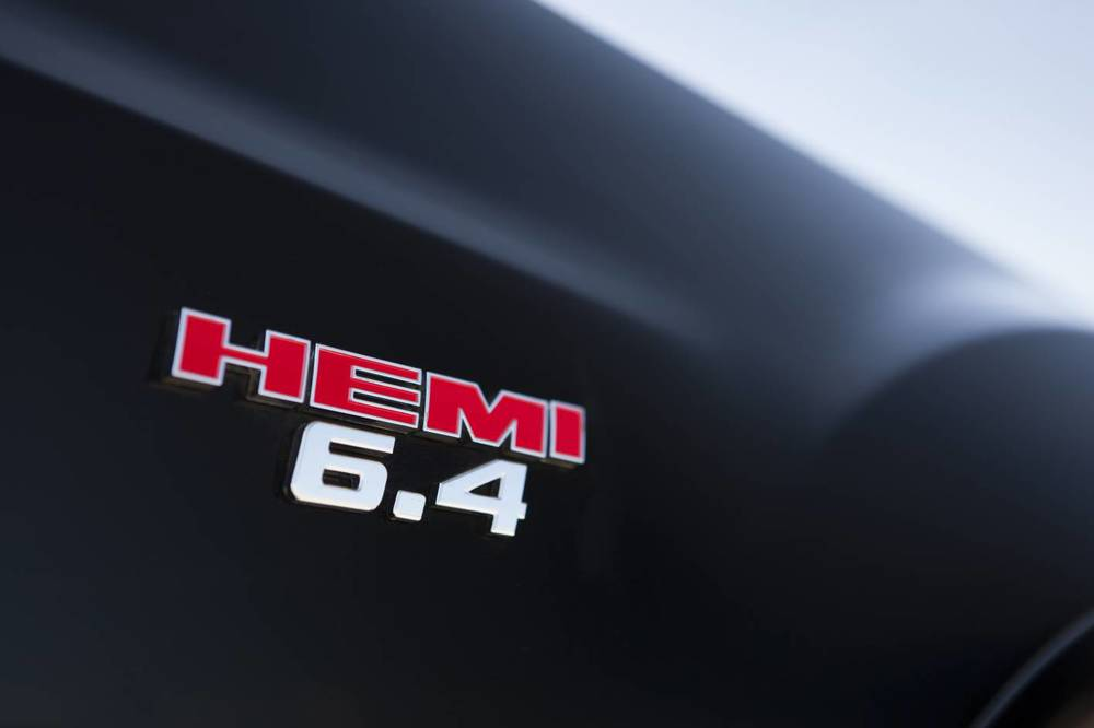 2014 Chrysler 300 SRT8 Core badge 1.jpg