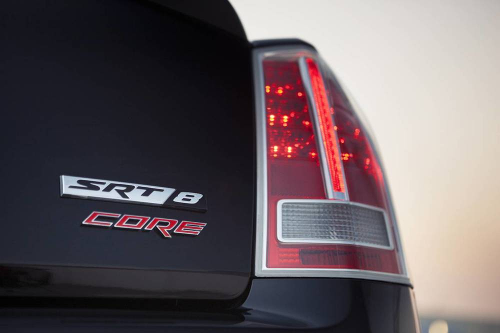 2014 Chrysler 300 SRT8 Core badge 2.jpg