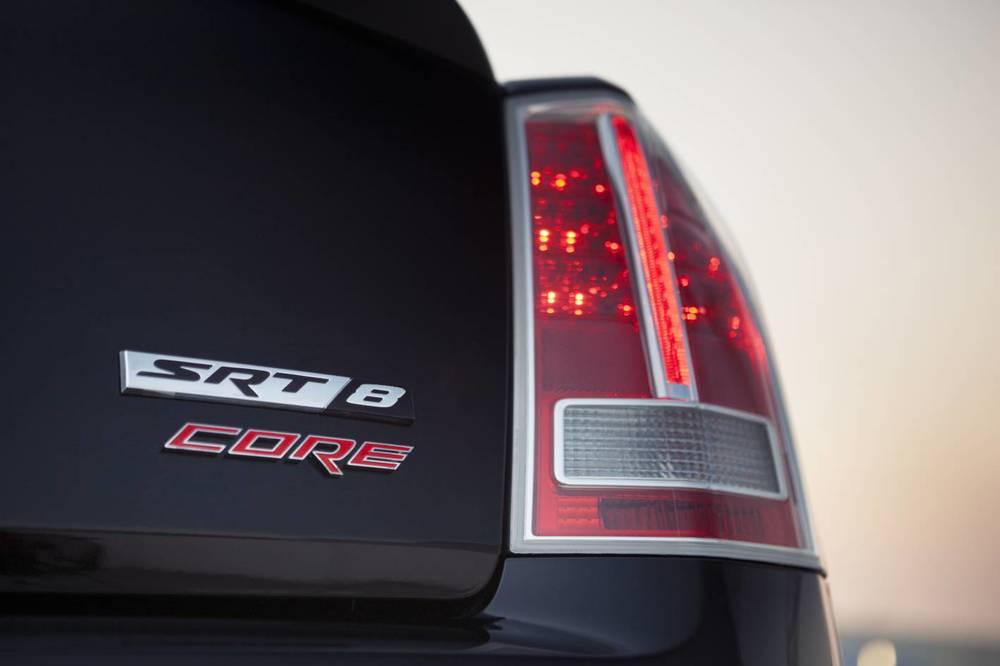 2014 Chrysler 300 SRT8 Core badge 2.jpg