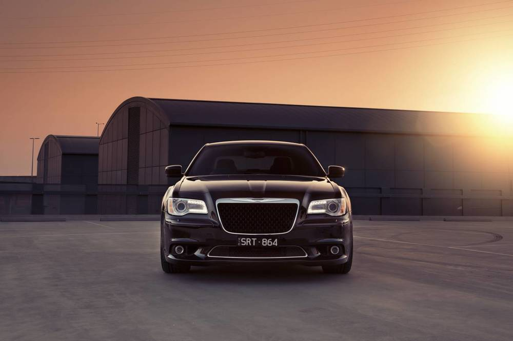 2014 Chrysler 300 SRT8 Core front 2.jpg