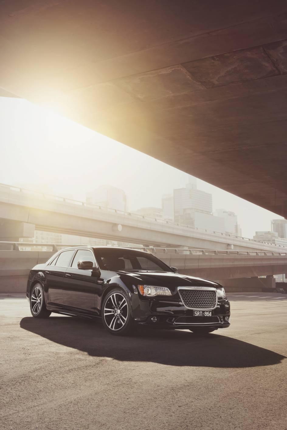 2014 Chrysler 300 SRT8 Core front 4.jpg